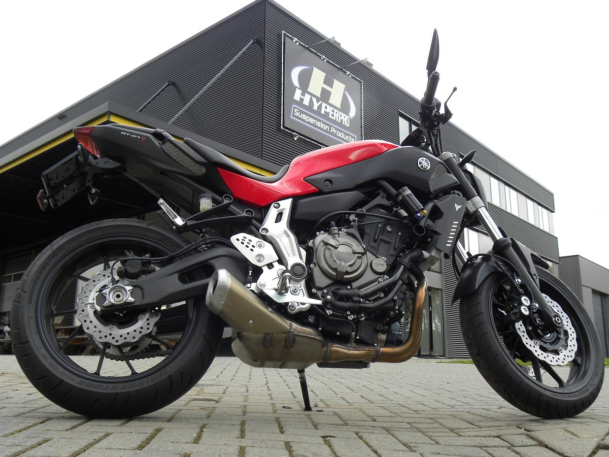 the yamaha mt 07 streetbox is available hyperpro. Black Bedroom Furniture Sets. Home Design Ideas